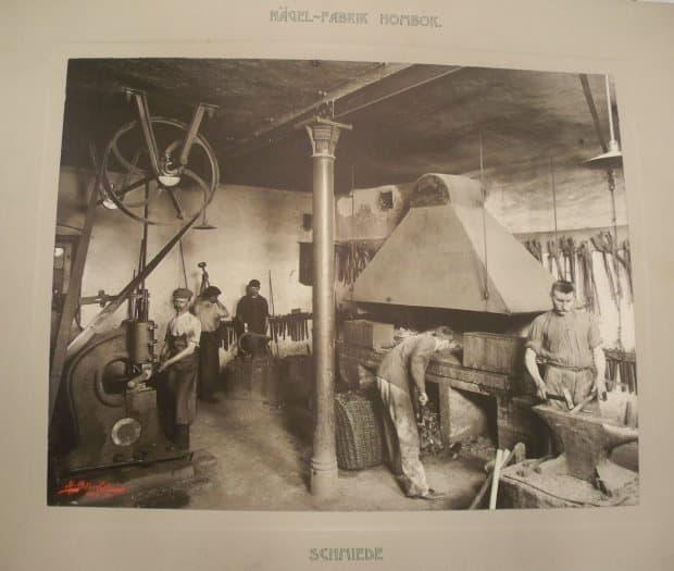 Transmise roku 1904 v tehdejší kovárně