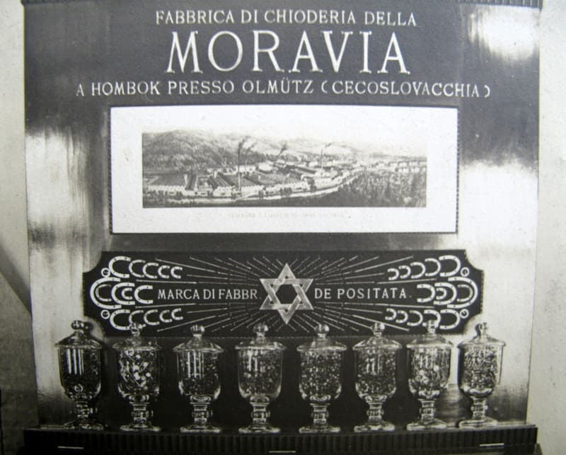 Vitrína hřebíkárny Moravia na veletrhu