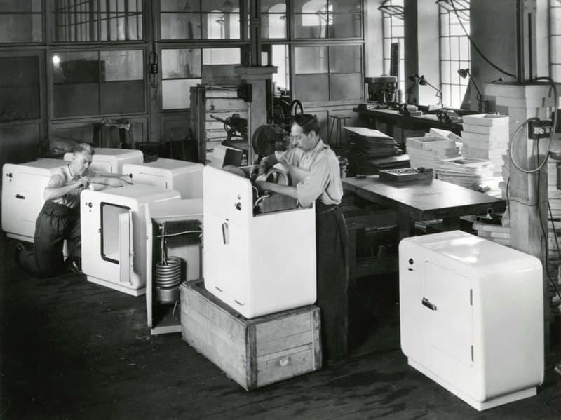 Výroba chladniček Maneta v roce 1948