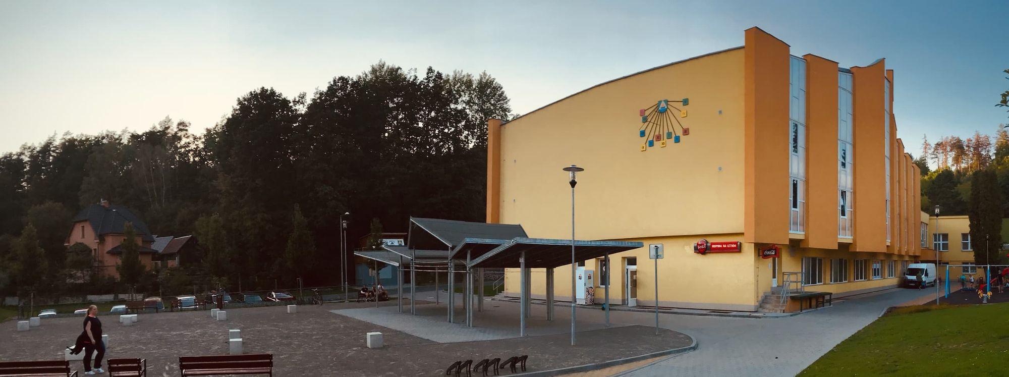 Kulturní dům Na Letním v Hlubočkách se slunečními hodinami
